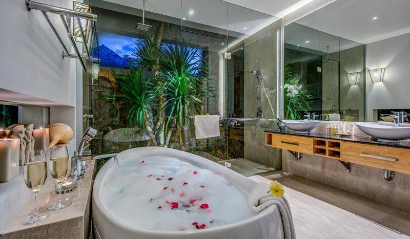 Villa Aramanis Indah Master bathroom