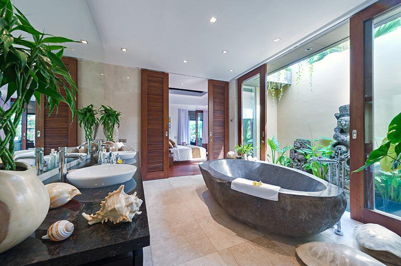 Villa Eshara 1   Master Ensuite Bathroom