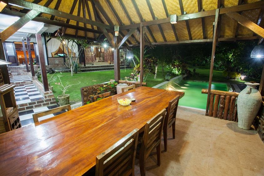 Villa Kubu Ampo   Dining Area