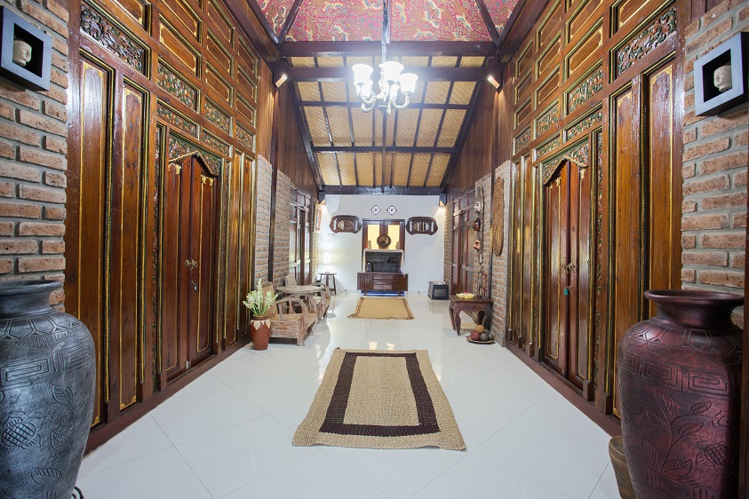 Villa Kubu Ampo   Lane between bedrooms