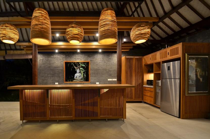 Villa Palm River   1 Kitchen and Bar at Night