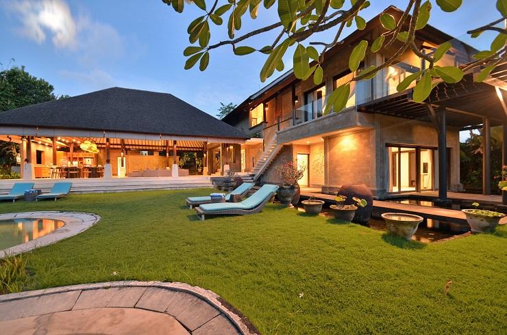 Villa Palm River   1 Villa and Lawn (2)