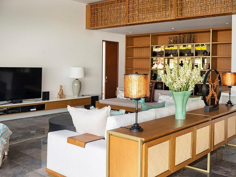 4. Villa Indrani   Living area with tv