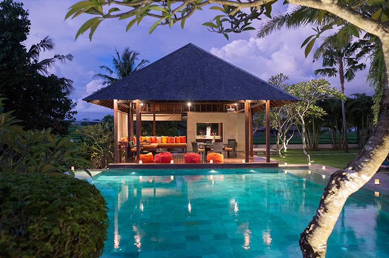 Villa Bendega Nui   Poolside at Night