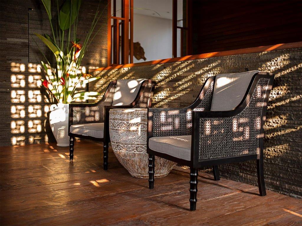 Villa Indrani   Comfortable chairs